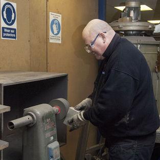 Deburring - Deburring Aluminium Extrusions