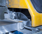 Saw cutting - Cutting aluminium extrusions 3